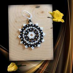 Items similar to Mandala Round Beaded Earrings on Etsy Beaded Earrings Patterns, Seed Bead Patterns, Bead Earrings, Beading Patterns, Bead Loom Bracelets, Loom Beading, Beaded Flowers, Bead Art, Bead Weaving