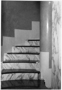 Villa Fragiacomo (Trieste) : Escalier de marbre blanc de Daniel Boudinet. Charenton-le-Pont, Médiathèque de l'Architecture et du Patrimoine - Photo (C) Ministère de la Culture - Médiathèque du Patrimoine, Dist. RMN-Grand Palais / Daniel Boudinet