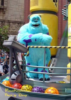 Sulley parade Disney Trips, Disney Parks, Walt Disney World, Disney Movies, Disney Characters, Fictional Characters, Disneyland Ca, Hollywood Studios, Disney Films