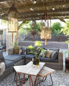 Don't spend lovely spring days cooped up inside, instead invest in a beautifully thatch lapa to make the most of your otudoor living space this season. Outdoor Rooms, Outdoor Gardens, Outdoor Living, Outdoor Decor, Backyard Patio, Backyard Landscaping, Ideas Terraza, Gazebos, Patio Interior