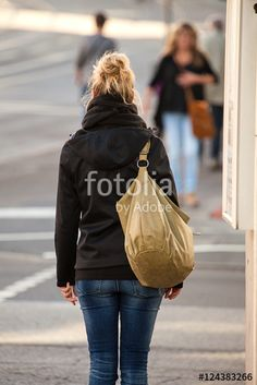 """Laden Sie das lizenzfreie Foto """"Abwarten"""" von Photocreatief zum günstigen Preis auf Fotolia.com herunter. Stöbern Sie in unserer Bilddatenbank und finden Sie schnell das perfekte Stockfoto für Ihr Marketing-Projekt!"""