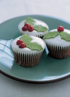 These Easy Christmas Cupcake designs and Decorating Ideas will add festive flair and cheer to your home this holiday not just for kids. Christmas Cupcakes, Christmas Sweets, Christmas Baking, Christmas Recipes, Christmas Time, Christmas Nibbles, Classy Christmas, Christmas Traditions, Vintage Christmas