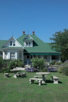 The house used in the original 1974 film Texa Chainsaw Massacre (Kingsland,Tx)