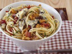 Pasta mit Blauschimmelkäse und Walnüssen ist ein Rezept mit frischen Zutaten aus der Kategorie Nudeln. Probieren Sie dieses und weitere Rezepte von EAT SMARTER!