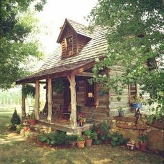 My dream home is a rustic log cabin. I just love the log cabin look, as well as it's décor. Chalet Design, Cabin Design, House Design, Garden Design, Cozy Cabin, Cozy Cottage, Guest Cabin, Rustic Cottage, Small Rustic House