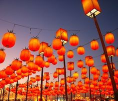 This week, we celebrate the Mid-Autumn festival with the Chinese, Taiwanese, Vietnamese, Korean and Japanese communities worldwide ! This festival traditionally marks the end of the harvest period.