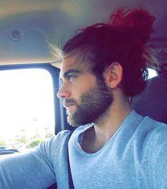 Le chignon au volant façon cheveux au vent