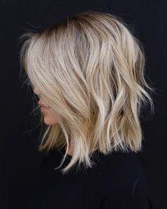 Trendy Hair Highlights : Color and cut! Trendy Hair Highlights : Color and cut! Medium Hair Styles, Curly Hair Styles, Shag Hairstyles, Hairdos, Blonde Long Bob Hairstyles, Haircuts For Thin Hair, Long Bob Haircut With Layers, Haircut Long, Short Layered Haircuts