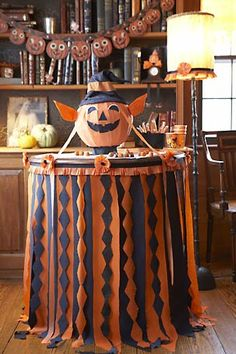 Fun Halloween table decorating idea~ I like the pumpkin garland in the background