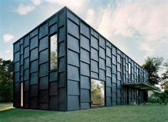 House K: Stockholm // Tham & Videgård Arkitekter is a progressive and contemporary practice that focuses on architecture and design Facade Architecture, Residential Architecture, Amazing Architecture, Contemporary Architecture, Architecture Interiors, Exterior Cladding, Cabana, Black House, Villa