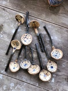 Ceramic artist Julie Spako creates handbuilt functional work inspired by Willow Ware and folk patterns. Ceramic Spoons, Ceramic Clay, Ceramic Pottery, Ceramic Painting, Wooden Spoons, Keramik Design, Pottery Handbuilding, Ceramic Techniques, Painting Techniques