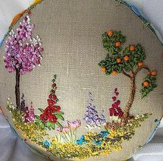 Wonderful Ribbon Embroidery Flowers by Hand Ideas. Enchanting Ribbon Embroidery Flowers by Hand Ideas. Simple Embroidery, Hand Embroidery Stitches, Silk Ribbon Embroidery, Crewel Embroidery, Hand Embroidery Designs, Vintage Embroidery, Embroidery Techniques, Cross Stitch Embroidery, Embroidery Patterns