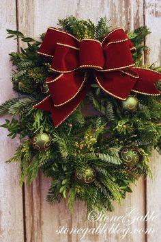 StoneGable: MAKING A CHRISTMAS BOW !