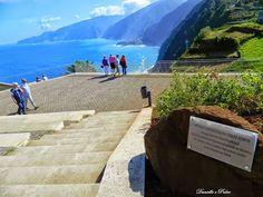 Miradouro da Eira da Achada - Madeira  O Miradouro da Eira da Achada, dotada com diversas instalações de apoio, mostra-nos uma deslumbrante vista sobre a costa norte da Ilha da Madeira. O Miradouro da Eira da Achada, situado no topo da freguesia da Ribeira da Janela, foi inaugurado em 2009.