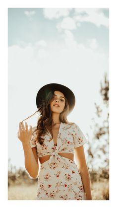 "25 Creative Ways to Senior Portraits Photography Ideas ""fashion/poses"" Pose Portrait, Senior Portrait Photography, Photography Poses, Fashion Photography, Digital Photography, Senior Portraits Girl, Woman Portrait, Inspiring Photography, Stunning Photography"