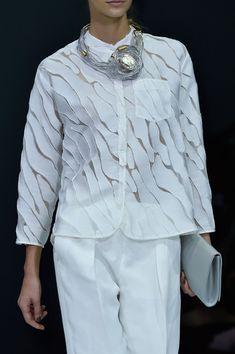 Giorgio Armani at Milan Fashion Week Spring 2015 - Details Runway Photos Spring 2015 Fashion, 2016 Fashion Trends, Milan Fashion Weeks, Paris Fashion, Autumn Fashion, Giorgio Armani, Smart Dress, Autumn Street Style, White Fashion