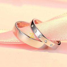 Cincin Pernikahan Simple Bentuk Sederhana  Model cincin kawin / pernikahan / cincin tunangan dengan desain yang simple, finishing akhir glossy. Cincin Pria polos dan cincin wanita dihiasi dengan 3 buah permata swarovski.
