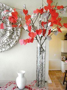 Love this Valentine's tree! #valentines