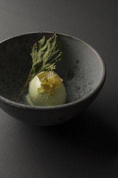 Although the cuisine at Edition Koji Shimomura is classified as French by the Michelin Guide, the heavy Japanese influences are impossible to miss. Food Photography Styling, Food Styling, Gelato Ice Cream, Japanese Desserts, Good Food, Yummy Food, Beautiful Desserts, Molecular Gastronomy, Food Presentation