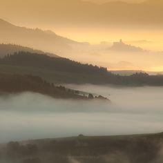 #slovakia  #sunrise #castle #fog   #light   #mountains  #magdachudzik more at ttp://magdachudzik.pl/galeria/krajobrazy/9-galeria/13-slovakia.html