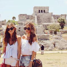En las ruinas de 💙💛T U L U M 💛💙 viviendo una #BeachExperience con @sandosmexico #TravelingWithSisterlyStyle #SSTakesMexico #SSGoesToLaRivieraMaya 🔛www.sisterlystyle.com | Celia Top by @anaarangodesign #sisterlystyle #styleblog @qnota #qnotabysisterlystyle #styleblogger #fashionblog #fashionblogger #lifestylebloggers ❤️A&E
