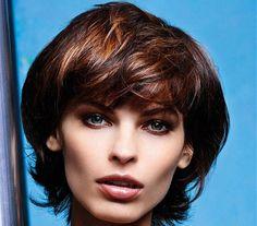 5 nagyon nőies félhosszú haj őszre, ami tömöttnek mutatja a frizurát | femina.hu Brown Straight Hair, Medium Brown Hair, Uk Hairstyles, Straight Hairstyles, Brown Hairstyles, Medium Hair Styles, Short Hair Styles, Prom Braid, Stylish Short Haircuts