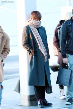Kim Taehyung (BTS V) 160109 Airport Fashion