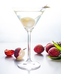 Lychee Martini is a sweet, tropical twist on the traditional martini. Make this simple cocktail anytime year round and as you sip, close your eyes and let your imagination take you to tropical paradise. Lychee Martini Recipe Easy, Vodka Martini, Martini Recipes, Martinis, Lychee Cocktail, Lychee Juice, Fruity Cocktails, Easy Cocktails, Eos Flavors