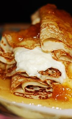 Perfect gluten free Thanksgiving dessert: Gluten free crepes with ricotta cheese filling and pears roasted in honey #Fall #recipes