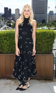 """awesome Kate Junge aufgliedert Margot Robbie Ideal """"Tarzan"""" und """"Suicide Squad 'Press Tour Appears"""