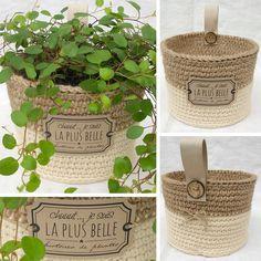 """Panier cache-pot de la collection """"Naturels poudrés"""" réalisé au crochet avec du fil coton Natura XL beige et de la ficelle de jute. Disponible sur mon blog Aline Cerise."""