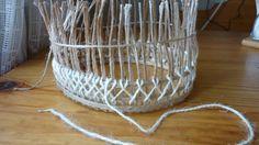 """Мастер-класс шкатулки плетеной из джута 1 часть. Учимся делать каркас из стоек и вышивку на нем стежком """"козлик"""". Большая плетеная круглая шкатулка."""