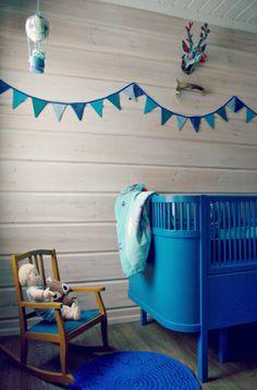 Tarja's Snowland blog, diy hot air balloon mobile, crochet, sebra kili, juno bed, kidsroom, white scandinavian, log home