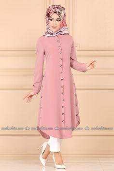 Hijab Istanbul Page 31 Modern Hijab Fashion, Muslim Women Fashion, Indian Fashion Dresses, Fashion Outfits, Stylish Dresses For Girls, Stylish Dress Designs, Modest Dresses, Moslem Fashion, Only Shirt