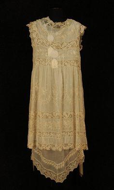Back View, gown & peignoir set, 1910