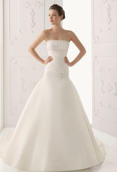 Brides: Alma Novia. Organza dress with bead-work, in natural.