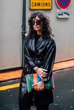 As the fashion pack arrives in the french capital for Paris Fashion Week, see the best street style looks and trends from the streets outside the shows. Street Chic, Cool Street Fashion, Street Snap, Fashion Week Paris, Balenciaga, Paris Outfits, Spring Outfits, Winter Outfits, Campaign Fashion