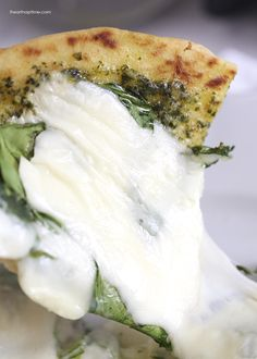 Grilled spinach pesto pizza