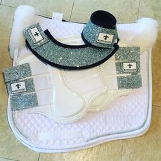 Loving these sets from @hufglocken #Repost White Hufglocken...perfect for competitions Don't leave your orders til the last minute for upcoming competitions #horsesofinstagram #horsestagram #instahorse #horseriding #horselove #riding #ridersofinstagram