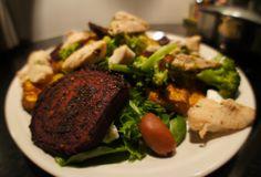 Härkää mustapapukastikkeessa, sekä herkullista punajuuri-bataattisalaattia | Elämää Venlan silmin