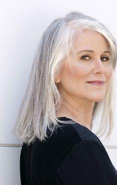 medium straight hairstyle for gray hair