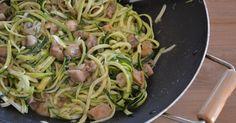 Al eerder maakte ik courgetti met pesto en tomaatjes met mijn spiraalsnijder van Gefu. Met die snijder kun je sliertjes snijden van har...