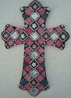 Tile Crafts, Mosaic Crafts, Mosaic Projects, Mosaic Art, Mosaic Ideas, Diy Christmas Crafts To Sell, Crafts To Make, Arts And Crafts, Mosaic Crosses