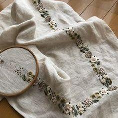 #樋口愉美子 #embroidery #刺繍 #ハンドメイド #手仕事 #樋口愉美子の刺繍時間 #小さな花のリース やっと折り返し地点!