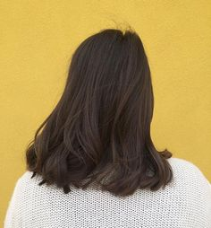 Say hello to the yellow wall! Im sure you will be seeing a lot more of it! good lighting is hard to find. We cut 6 inches off of this beautys hair. Medium Hair Styles, Short Hair Styles, Hair Medium, Looks Pinterest, Super Hair, Brunette Hair, Mi Long, Hairstyles Haircuts, Hair Day