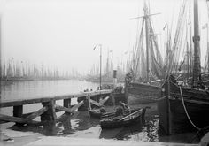 Fish dock, Grimsby, Lincolnshire, with big sloop and ketch-rigged sailing trawlers (Lug) - National Maritime Museum