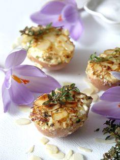 Jajka faszerowane w skorupce z migdałami, deviled eggs with almonds #Wielkanoc #jajka #Easter #eggs