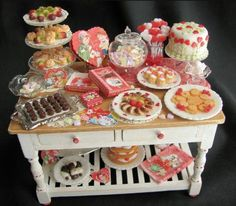 Dollhouse Miniature Sweets.  Wow - This lady really knows how to work with that filmo!