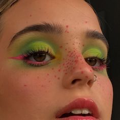 You are in the right place about Makeup Art halloween Here we offer you the most beautiful pictures about the … Makeup Eye Looks, Cute Makeup, Eyeshadow Looks, Pretty Makeup, Skin Makeup, Makeup Eyeshadow, Neon Eyeshadow, Crazy Makeup, Makeup Dupes