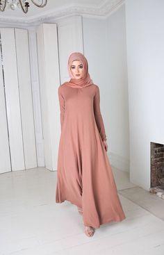 Abaya Street Hijab Fashion, Arab Fashion, Islamic Fashion, Muslim Fashion, Modest Fashion, Girl Fashion, Fashion Outfits, Modest Dresses, Modest Outfits